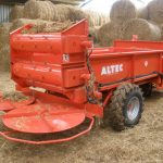 straw-spreading-machine