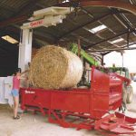 straw-spreading-mounted